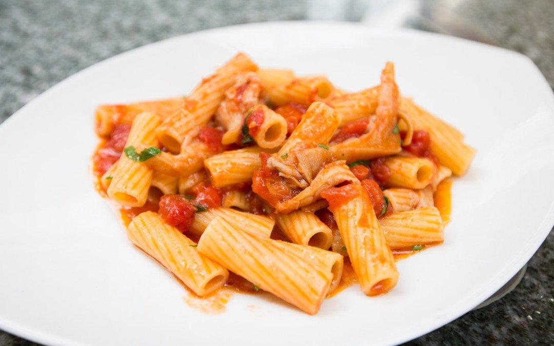 Rigatoni al pomodoro e funghi: la ricetta in 3 mosse!