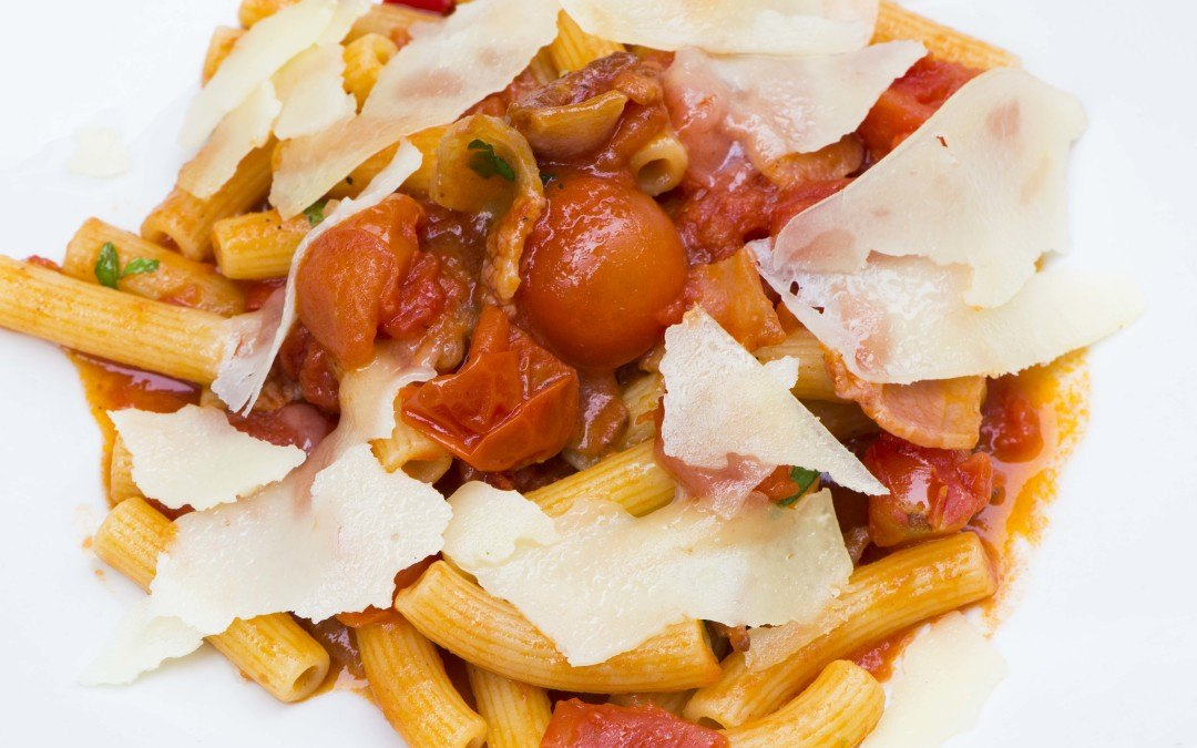 Pasta all'amatriciana: la ricetta 100% italiana